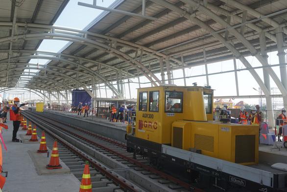Chuẩn bị đóng điện ở trạm biến áp Bình Thái cho tuyến metro số 1 - Ảnh 1.