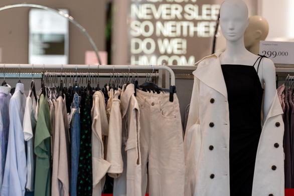 H&M hướng tới tương lai bền vững của thời trang qua chiến dịch Let's Reuse - Ảnh 1.