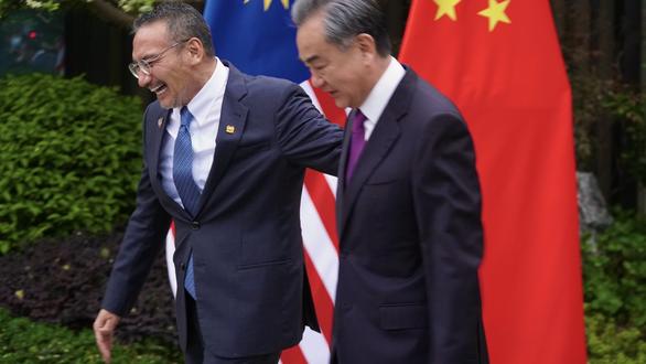 Ngoại trưởng Malaysia gọi đồng cấp Trung Quốc là đại ca, dân không vui - Ảnh 1.