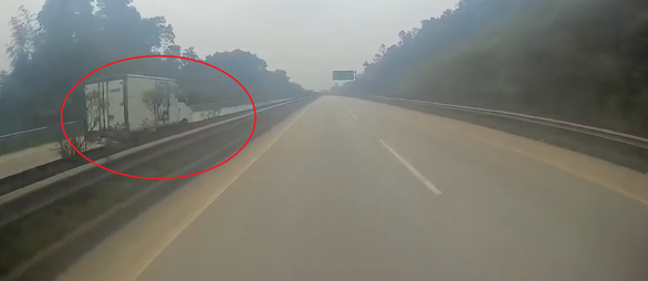 Tài xế đi ngược chiều trên cao tốc Nội Bài - Lào Cai khai lần đầu đi cao tốc không quen đường - Ảnh 2.