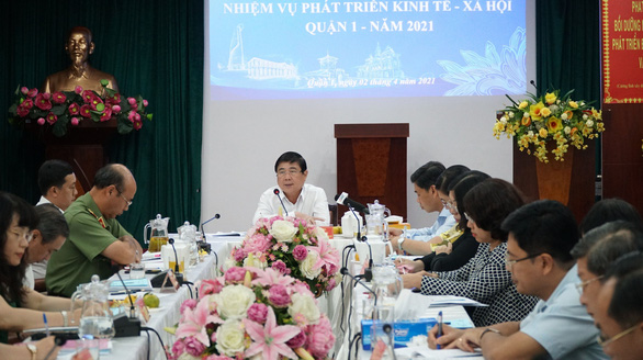 Chủ tịch UBND TP.HCM Nguyễn Thành Phong: Quận 1 phải đi đầu chuyển đổi số - Ảnh 1.
