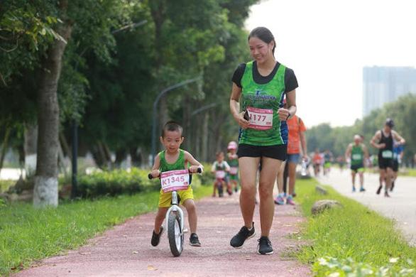 Cung đường chạy marathon đẹp như mơ tại Ecopark - Ảnh 12.