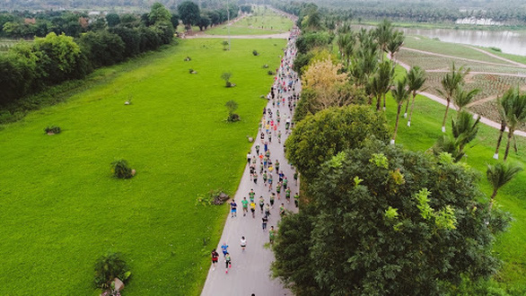 Cung đường chạy marathon đẹp như mơ tại Ecopark - Ảnh 7.