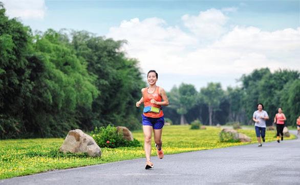 Cung đường chạy marathon đẹp như mơ tại Ecopark - Ảnh 8.