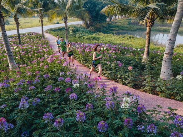 Cung đường chạy marathon đẹp như mơ tại Ecopark - Ảnh 9.