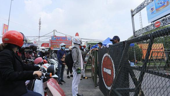 Campuchia tăng cấp chống dịch, thiết lập vùng đỏ cấm dân rời nhà ở 3 quận thủ đô - Ảnh 1.