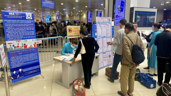 Các hãng hàng không phải đảm bảo việc hành khách khai báo y tế - Ảnh 1.