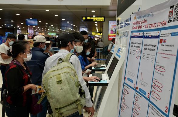 Bộ Giao thông vận tải hỏa tốc chỉ đạo giải quyết ùn ứ tại Tân Sơn Nhất - Ảnh 2.