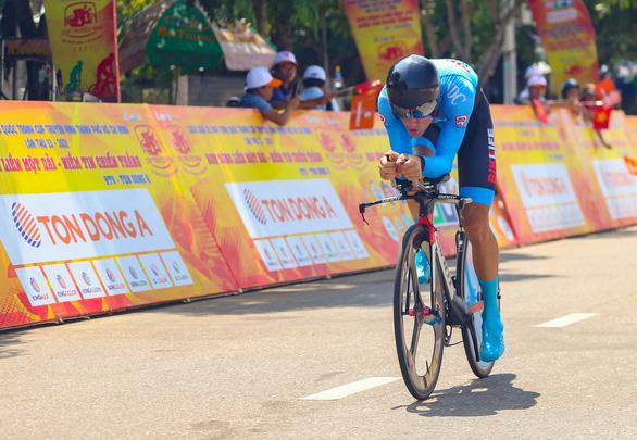 Loic Desriac chạy cá nhân tính giờ gần 50km/h - Ảnh 1.