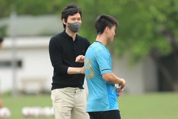 CLB Hà Nội bổ nhiệm ông Park Choong Kyun làm HLV trưởng - Ảnh 2.