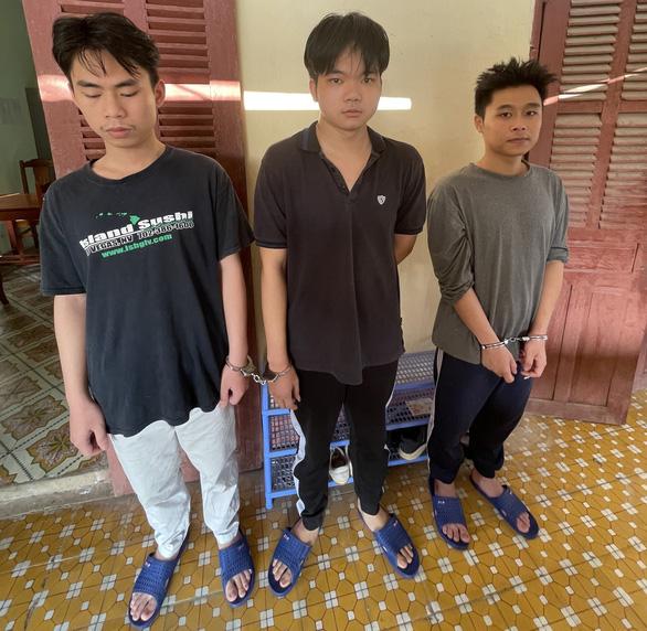Ai bị 3 sinh viên rao sim số đẹp lừa nhiều người hàng tỉ đồng này liên hệ công an - Ảnh 1.