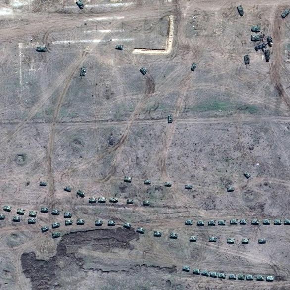 Ảnh vệ tinh tiết lộ khí tài Nga triển khai gần Ukraine - Ảnh 5.