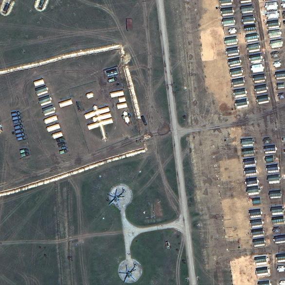 Ảnh vệ tinh tiết lộ khí tài Nga triển khai gần Ukraine - Ảnh 6.