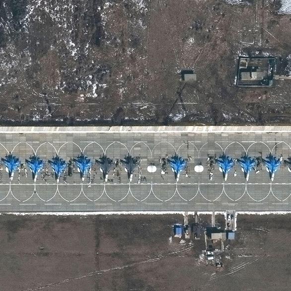 Ảnh vệ tinh tiết lộ khí tài Nga triển khai gần Ukraine - Ảnh 7.