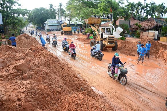 Phạt chủ đầu tư dự án gây sạt lở cát đỏ ở Mũi Né 25 triệu đồng - Ảnh 1.
