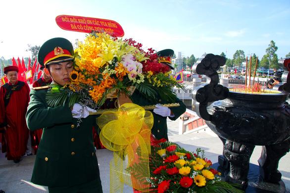 Lần đầu tổ chức lễ dâng hương tại đền thờ Vua Hùng Cần Thơ - Ảnh 2.