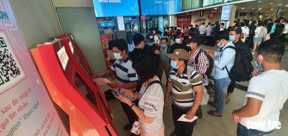 Sân bay Tân Sơn Nhất mở 100% cửa soi chiếu, khách đi lại thông thoáng - Ảnh 4.