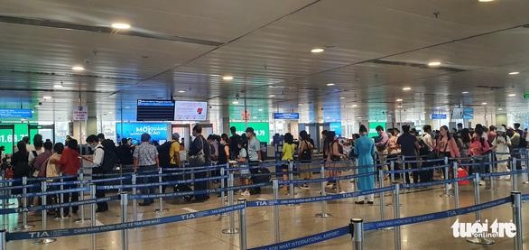 Sân bay Tân Sơn Nhất mở 100% cửa soi chiếu, khách đi lại thông thoáng - Ảnh 5.