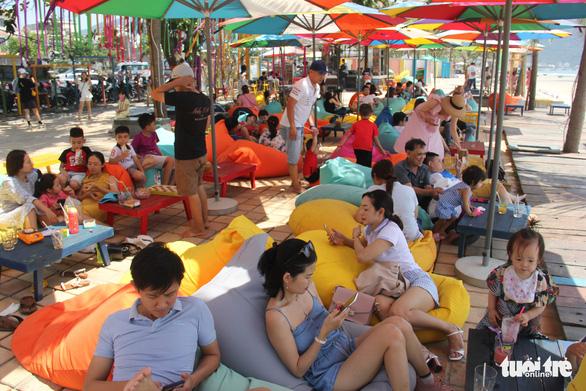 Nắng nóng, nghỉ lễ ngắn, người Đà Nẵng, Huế chọn điểm vui chơi đơn giản - Ảnh 2.
