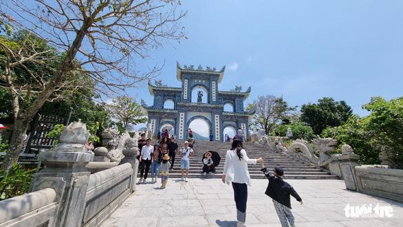 Nắng nóng, nghỉ lễ ngắn, người Đà Nẵng, Huế chọn điểm vui chơi đơn giản - Ảnh 1.