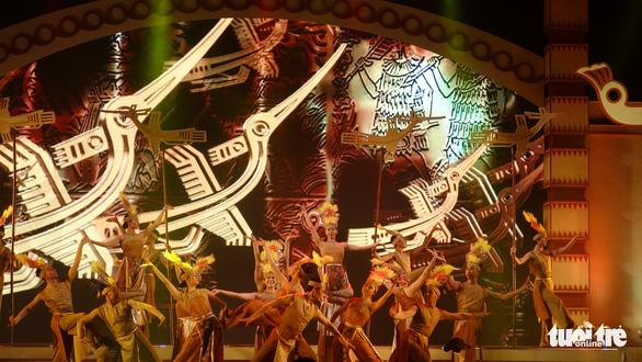 Đan Trường, Phi Nhung, Hiền Thục hát mừng Giỗ Tổ Hùng Vương - Ảnh 1.