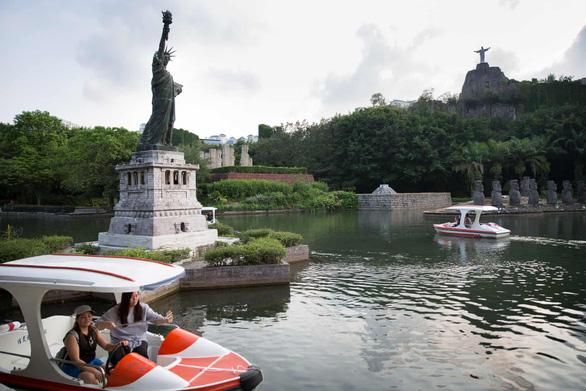 Nữ thần Tự do tràn ngập từ Á đến Âu, nhiều tượng phá cách - Ảnh 7.