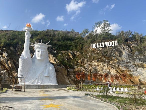 Yêu cầu điểm check-in có tượng Nữ thần Tự do bị 'ném đá' dừng đón khách - Ảnh 1.