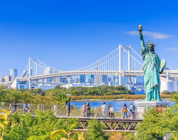 Nữ thần Tự do tràn ngập từ Á đến Âu, nhiều tượng phá cách - Ảnh 11.