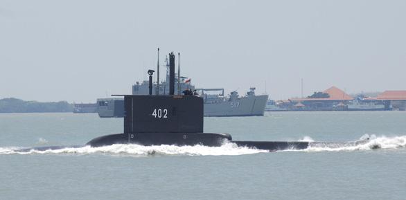 Tàu ngầm Indonesia chở 53 người mất liên lạc: Gặp sự cố mất điện? - Ảnh 1.
