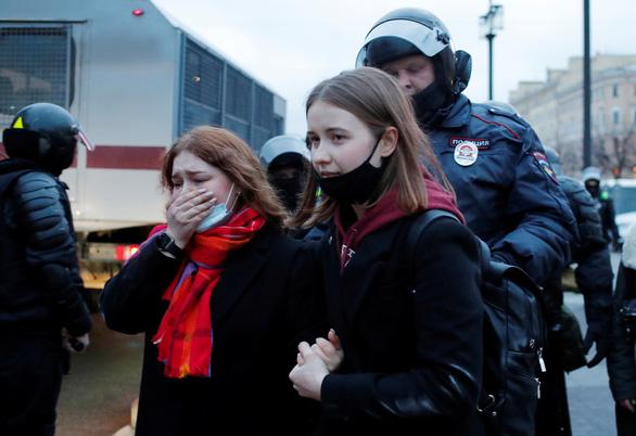 Nga bắt hơn 1.700 người biểu tình ủng hộ ông Alexei Navalny - Ảnh 1.