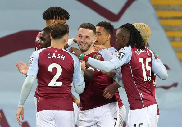 Thắng ngược Aston Villa, Man City tiến gần hơn đến ngôi vô địch - Ảnh 1.