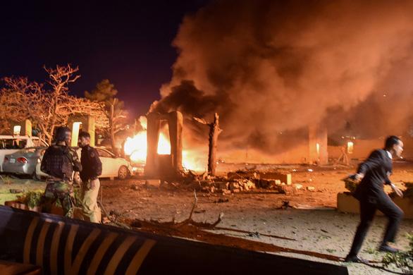 Đánh bom khách sạn ở Pakistan, đại sứ Trung Quốc thoát nạn trong gang tấc - Ảnh 1.