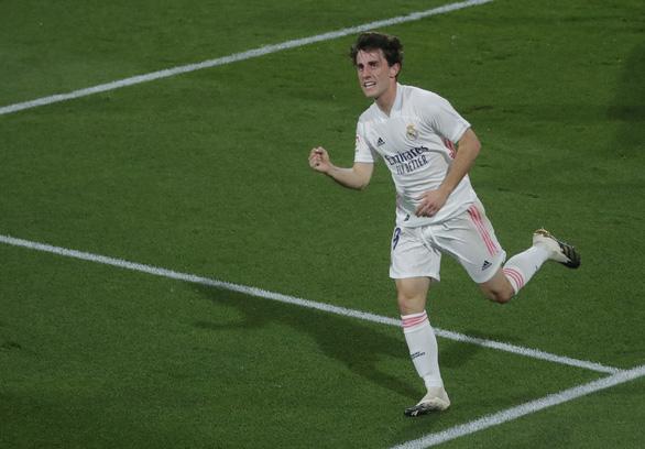Đại thắng Cadiz, Real chiếm ngôi đầu bảng - Ảnh 2.