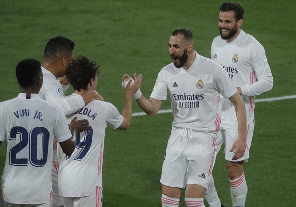 Đại thắng Cadiz, Real chiếm ngôi đầu bảng - Ảnh 3.