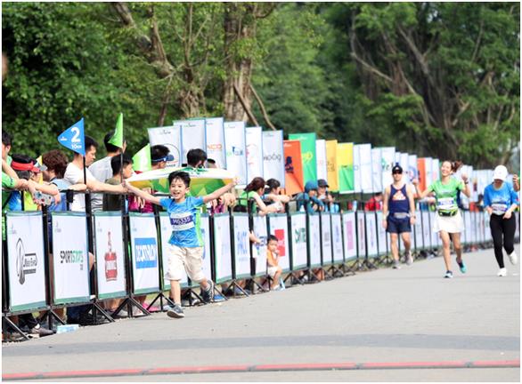 Chạy marathon trên cung đường ngập sắc xanh ở đô thị Ecopark - Ảnh 11.
