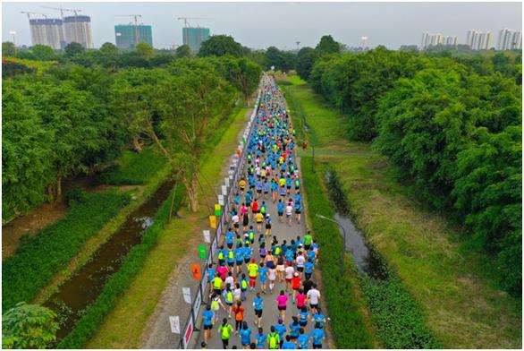 Chạy marathon trên cung đường ngập sắc xanh ở đô thị Ecopark - Ảnh 12.