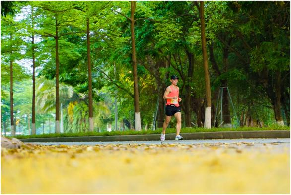 Chạy marathon trên cung đường ngập sắc xanh ở đô thị Ecopark - Ảnh 13.