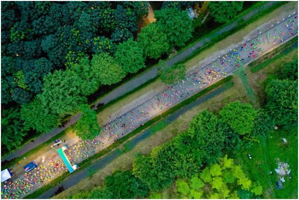 Chạy marathon trên cung đường ngập sắc xanh ở đô thị Ecopark - Ảnh 2.