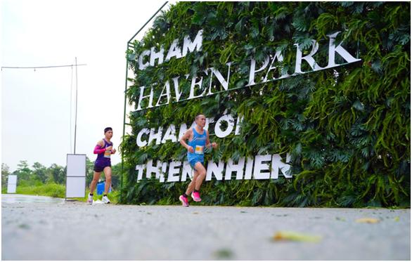 Chạy marathon trên cung đường ngập sắc xanh ở đô thị Ecopark - Ảnh 4.