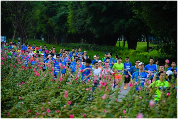 Chạy marathon trên cung đường ngập sắc xanh ở đô thị Ecopark - Ảnh 6.