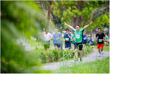 Chạy marathon trên cung đường ngập sắc xanh ở đô thị Ecopark - Ảnh 9.