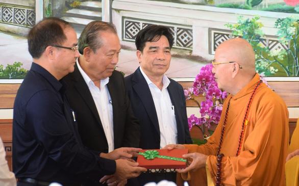 Phó thủ tướng Trương Hòa Bình viếng hương hòa thượng Thích Thiện Duyên - Ảnh 2.