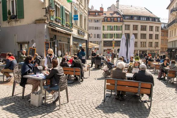Nhiều nước châu Âu mở cửa kinh tế trở lại - Ảnh 2.