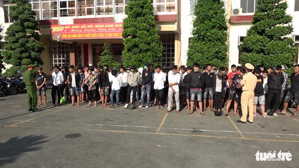 Lần đầu tiên Tiền Giang khởi tố, bắt tạm giam quái xế đua xe trái phép - Ảnh 2.
