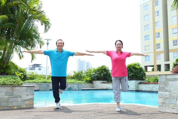 Tuổi 50 mắc mỡ máu cao: Cảnh báo đột quỵ mùa nắng nóng - Ảnh 1.