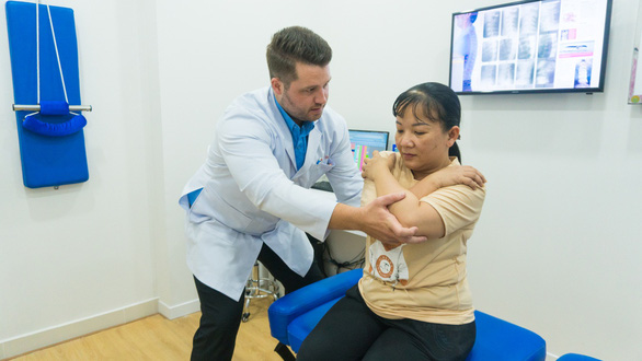 Chiropractor - bác sĩ chuyên khoa trị liệu thần kinh cột sống: Họ là ai? - Ảnh 2.