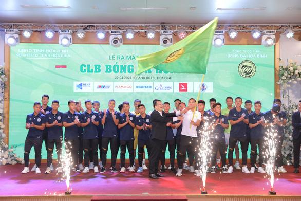 Tỉnh Hòa Bình ra mắt CLB bóng đá đầu tiên vùng Tây Bắc - Ảnh 1.