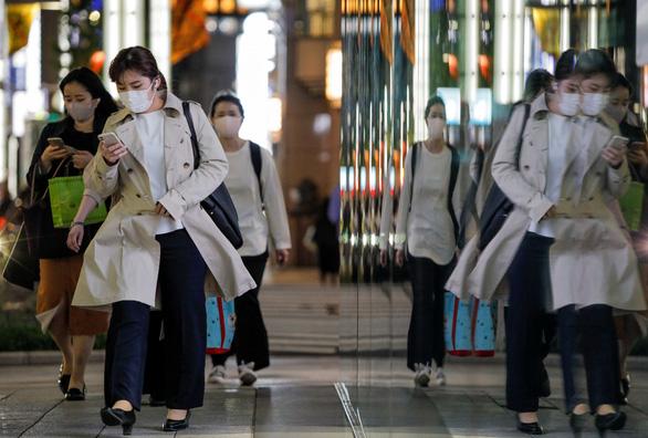 Nhật tuyên bố tình trạng khẩn cấp ở Tokyo và 3 tỉnh ngăn COVID-19 - Ảnh 1.