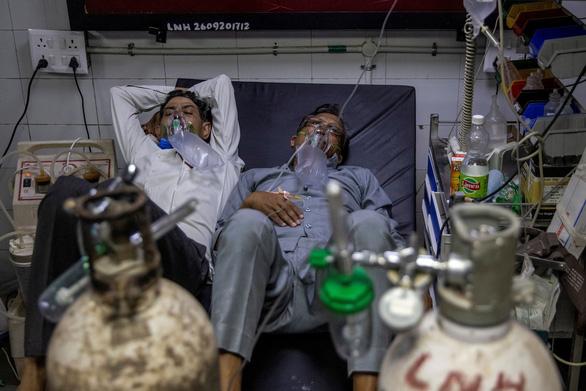 Sáng 24-4, Việt Nam có 2 ca mắc COVID, tình hình nghiêm trọng ở Ấn Độ - Ảnh 1.