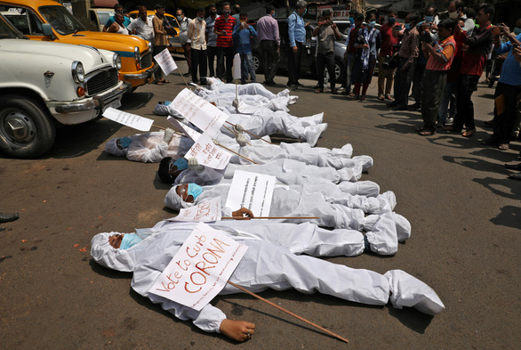 Sáng 24-4, Việt Nam có 2 ca mắc COVID, tình hình nghiêm trọng ở Ấn Độ - Ảnh 3.